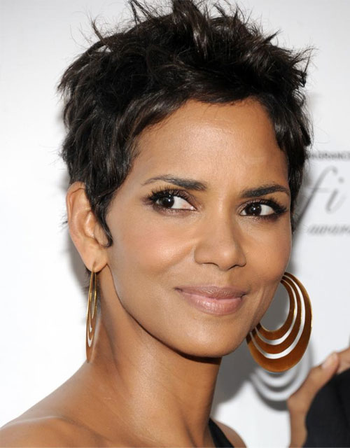 halle-berry-cheveux-courts_