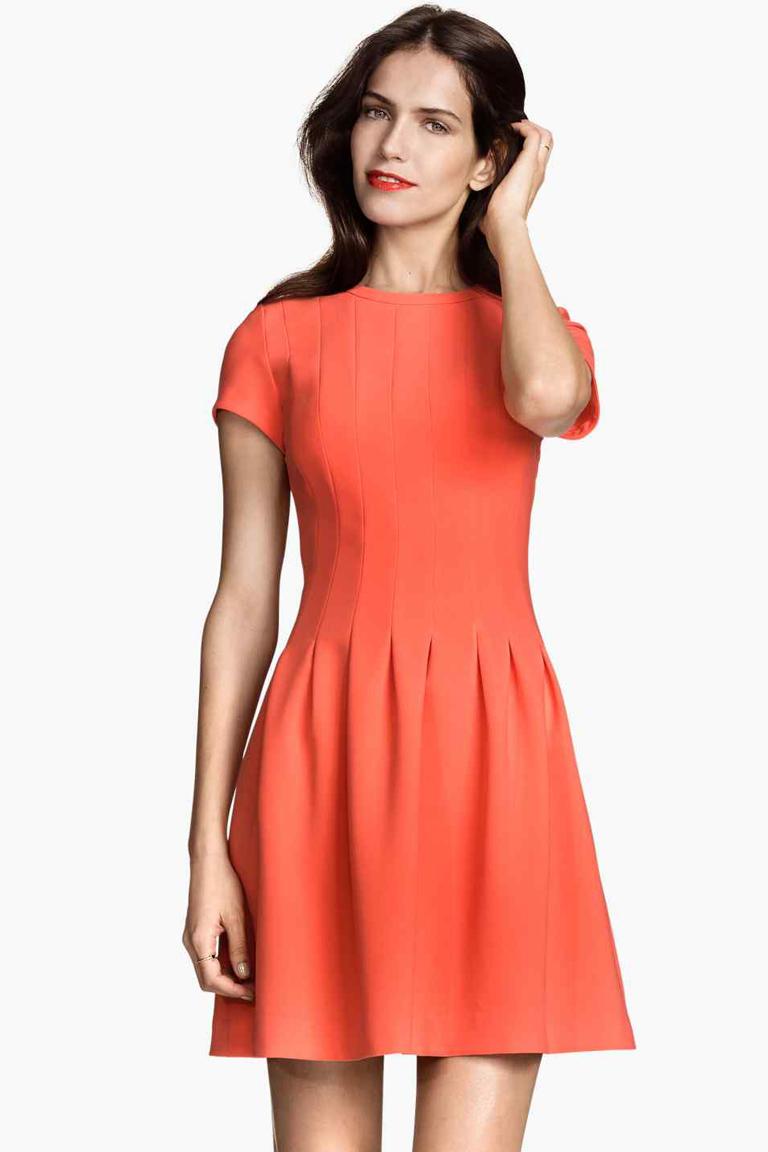 H&M, toutes les tendances au meilleur prix H&M propose une mode de qualité au meilleur prix de manière responsable pour les femmes, les hommes, les adolescents, les enfants et la maison.