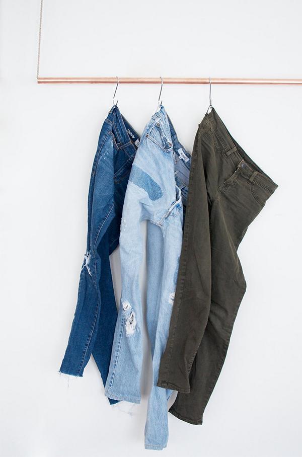 D34_diy-home-jeans-on-hooks