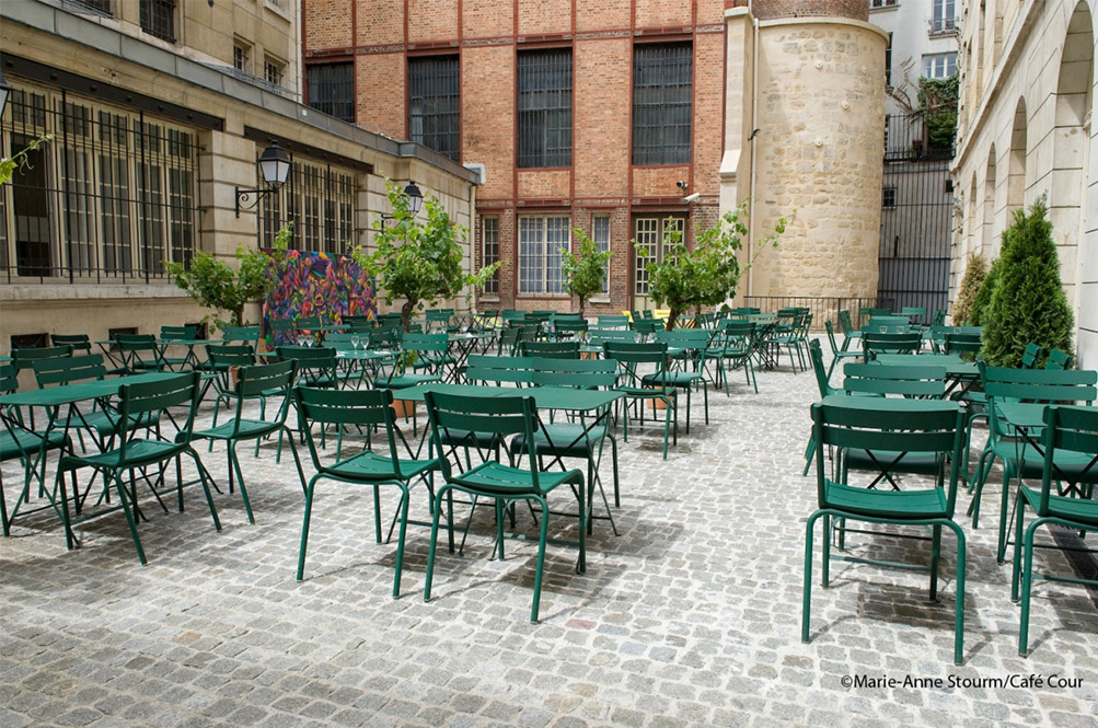 terrasse-Cafe-Cour-Paris