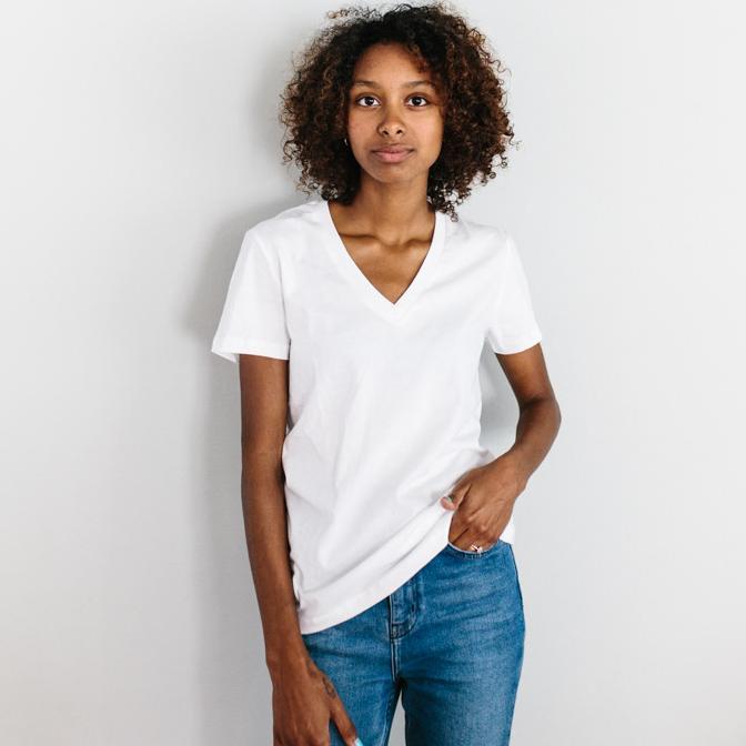 Mode éthique - T-shirt col v blanc en coton bio Slum Love